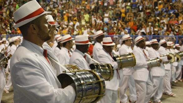 11fev2013-portela-se-apresenta-na-sapucai-com-o-samba-enredo-madureirao-meu-coracao-se-deixou-levar-do-carnavalesco-paulo-menezes-1360564123104_1920x1080